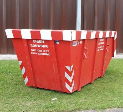 Bouwbak afvalcontainer buiten