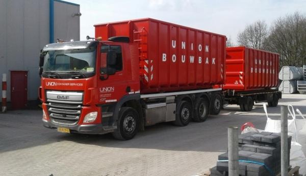 bouwcontainer vervoer vrachtwagen